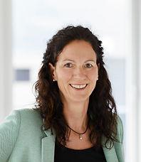 Ein Portraitbild von Magdalena Schnaiel. Sie arbeitet im Sekretariat bei der Anwaltskanzlei Caviezel Partner in Chur.