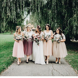 bride, bridesmaids hair