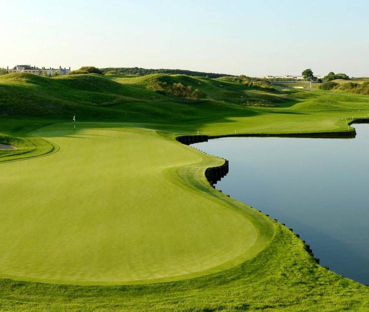 le-golf-national-hole-1-albatros-1320x74