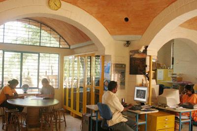 12-earth.institute indoor.jpg