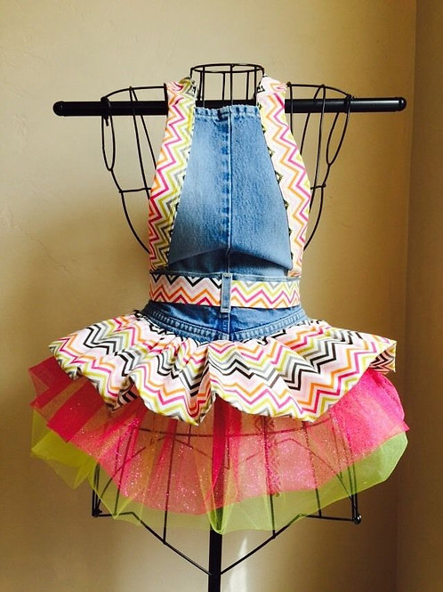 Chevron Pattern Full Apron (rear view)