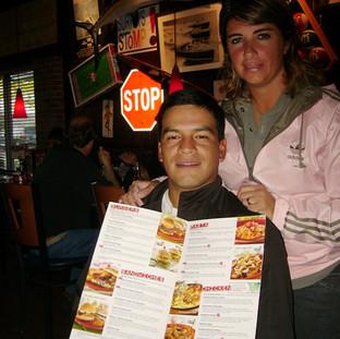 Con Fabian Gómez, cenando, parte de lo usual en las giras