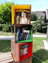 Bücherbox und -BUCHhaltestelle der Gemeinde Inning