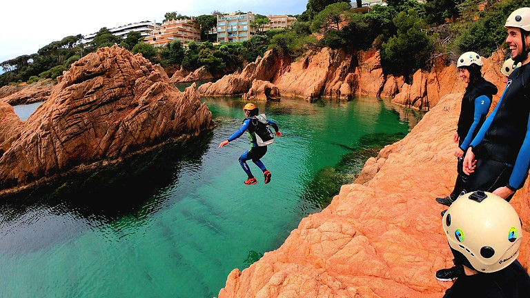 Cliff Jumping in la Costa Brava - Coasteering