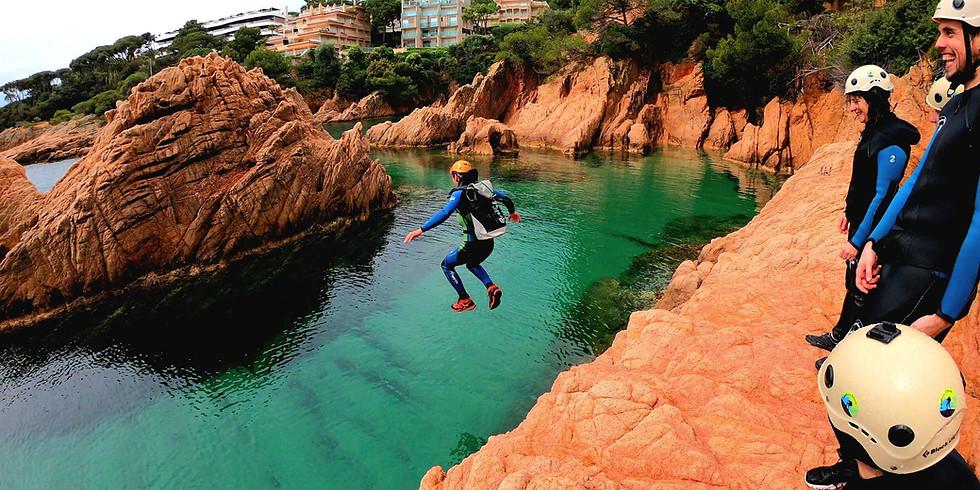 Cliff Jumping in la Costa Brava - Coasteering BUS