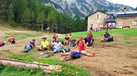 descansando en el refugio de montaña