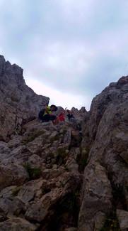 subiendo las fuertes pendientes hasta la cima