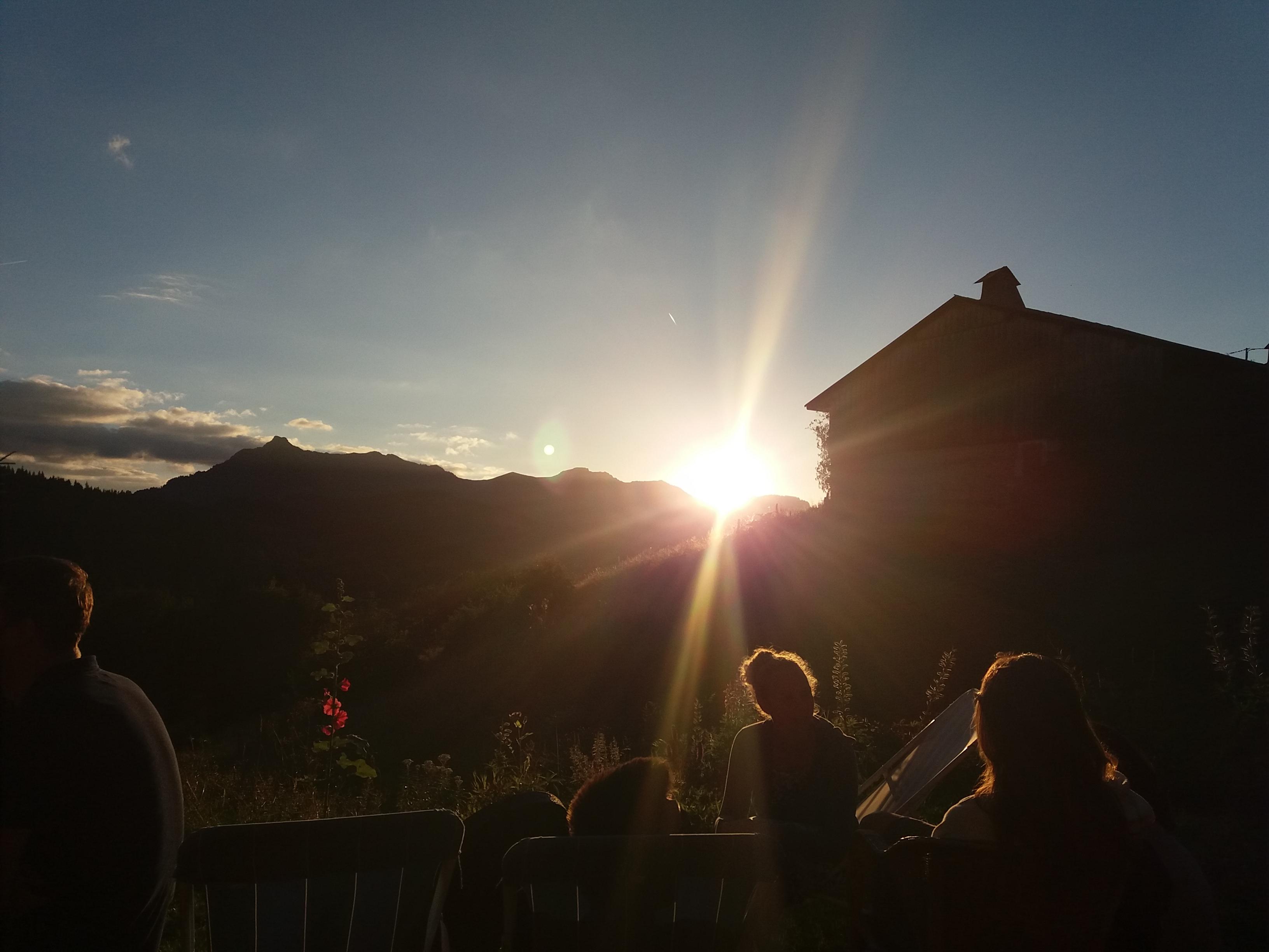 vista chalet puesta del sol