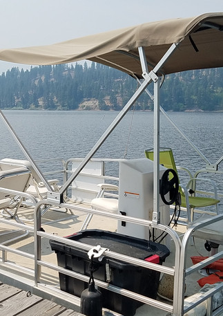 Small Pontoons - Seat 4 - 6 $125 a Day