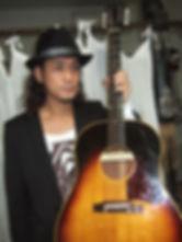 歌、作曲、作詞、ギター どうじ