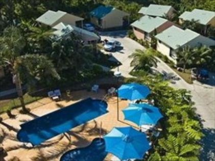 the-goverors-lodge-pool.jpg