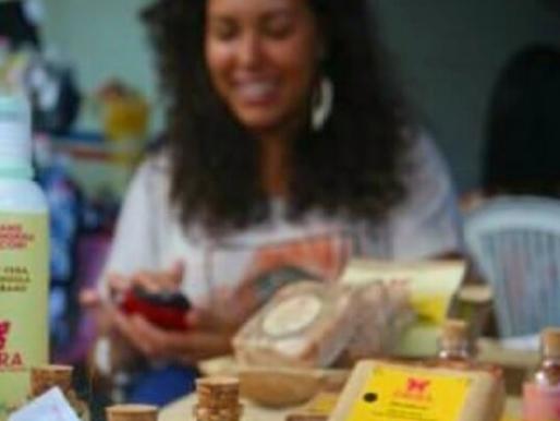 Fábrica artesanal de cosméticos doa sabonetes para pessoas em situação de vulnerabilidade social.