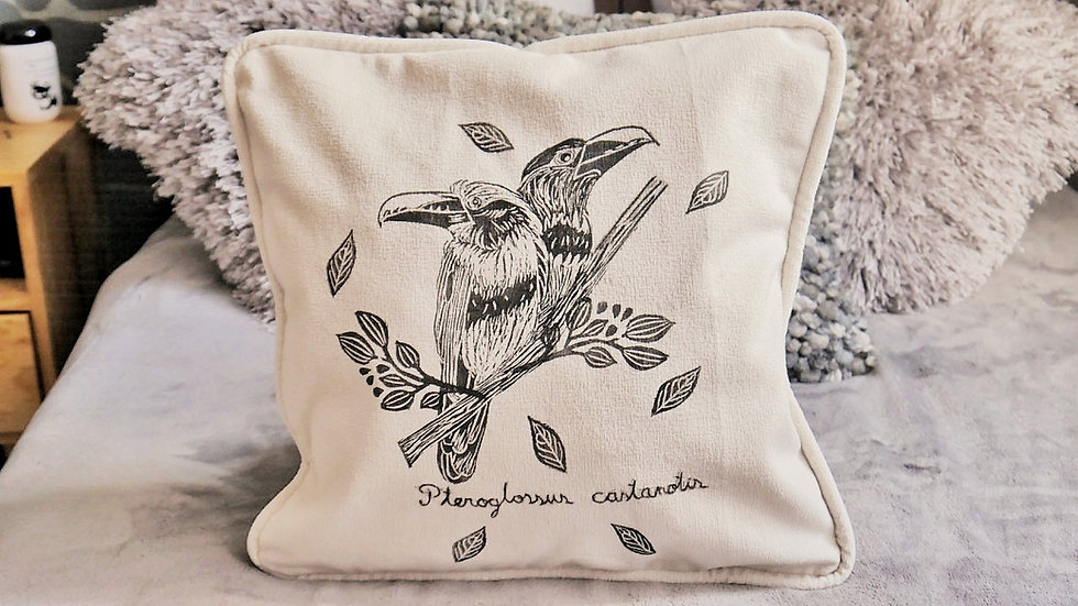 Tucan cushion