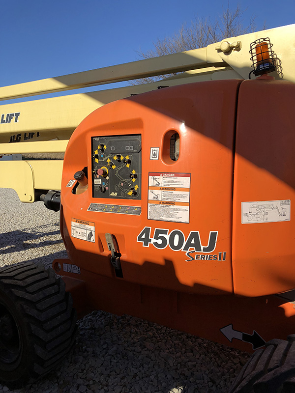 JLG 450AJ left side view