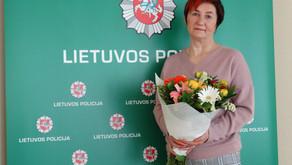 Iš tarnybos išeinančiai pareigūnei profsąjungos padėka