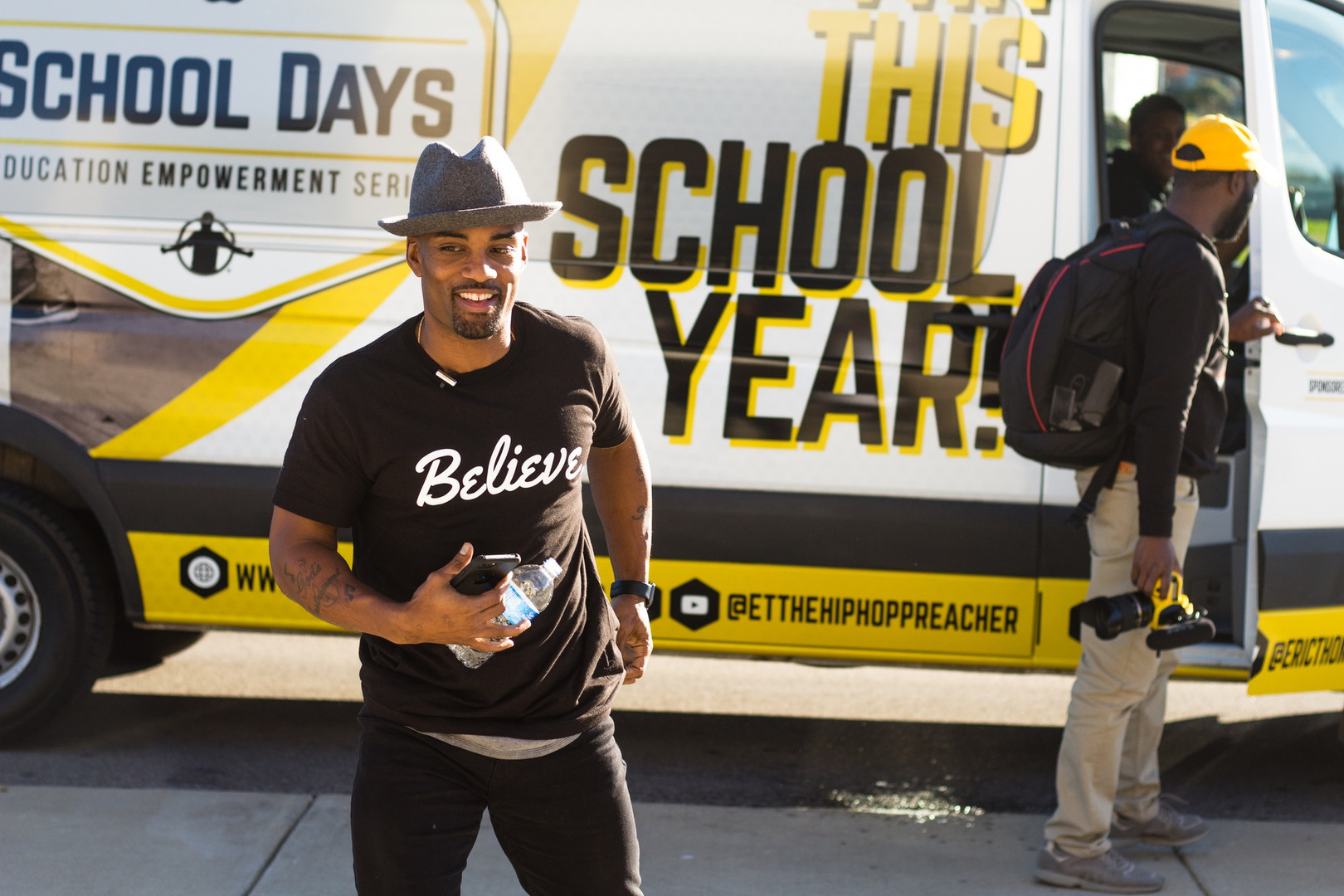 Willie Mo (Outside School Days Tour Bus)