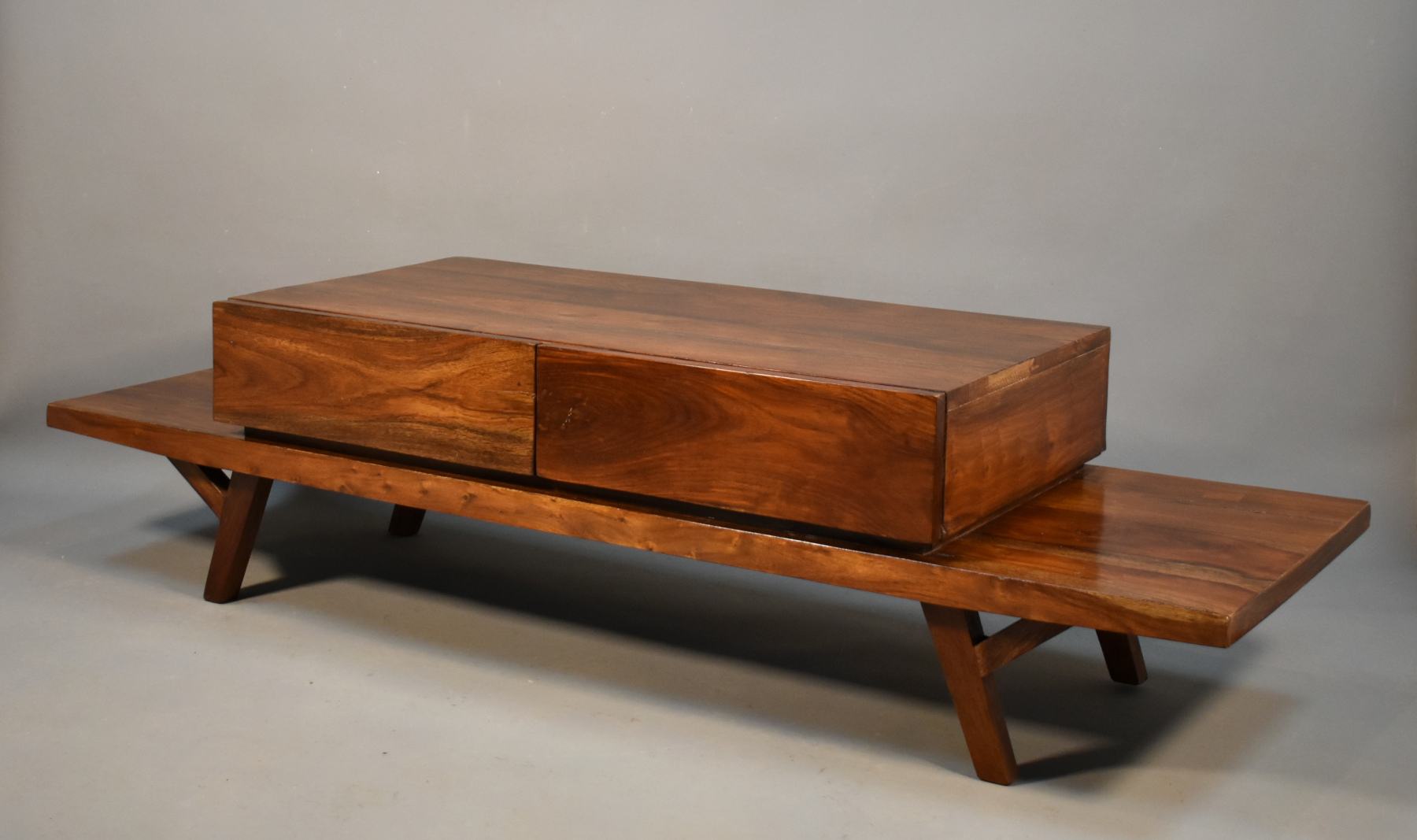 Coffee Table in Trembesi Suar Wood