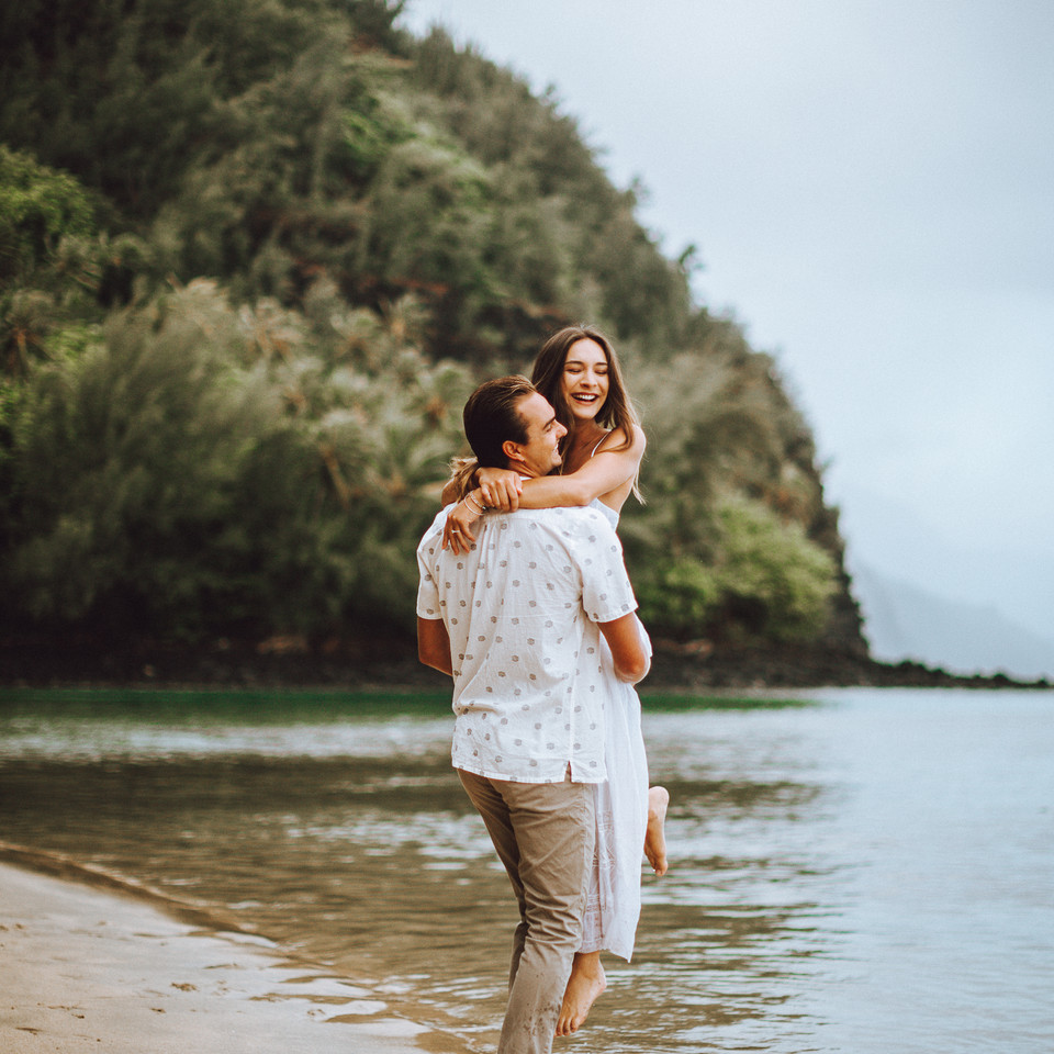 photo session of a couple on the isalnd of kauai