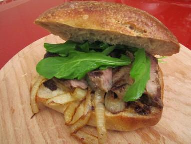 Karamelize Soğanlı Antrikot Sandviç
