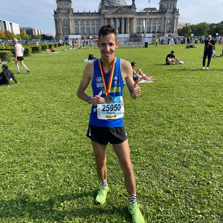 RS-Trio kämpft sich 42,195 Kilometer durch Berlin