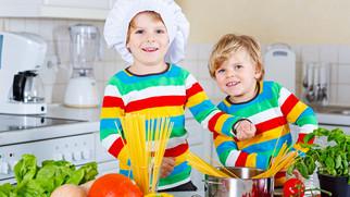 Jobsharing erklärt beim Spaghettikochen