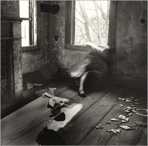 Francesca Woodman, House #3, Providence, Rhode Island, 1976 (clic para abrir)