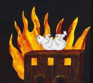 Orso su casa a fuoco
