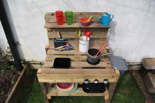 How to build a quick and easy kids' mud kitchen