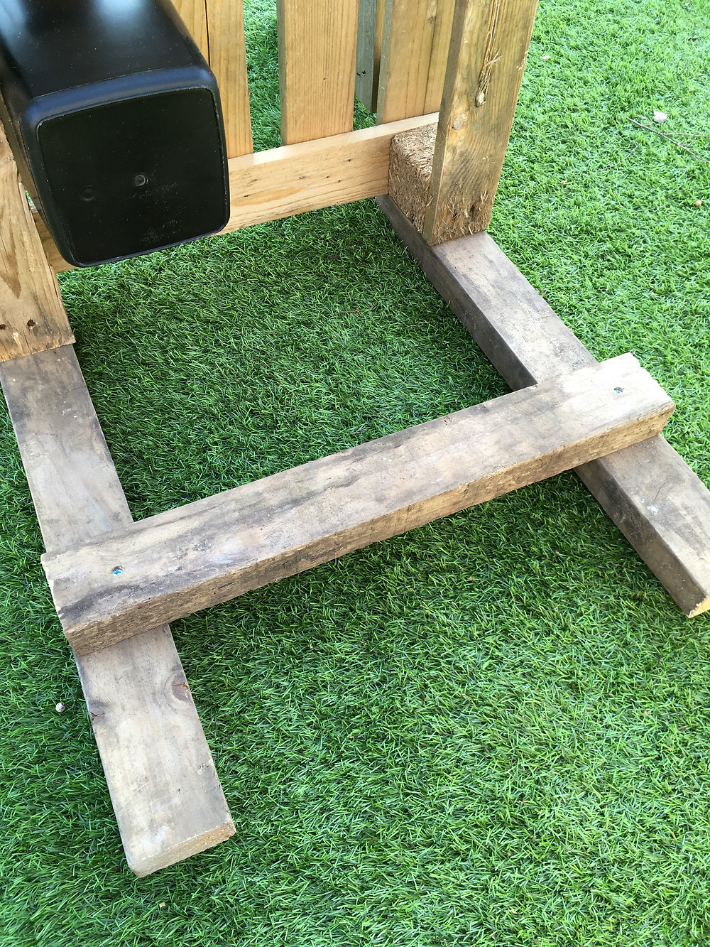 Mud Kitchen Leg Support - Fresh Start Living - Interior Design