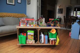 How to make a kids' play and craft table on wheels