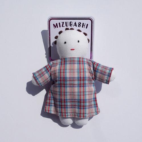 水菓子人形ブローチ・チェックワンピースの子・