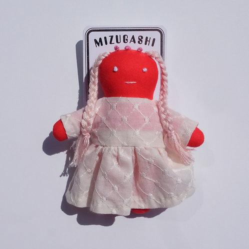 水菓子人形ブローチ・赤のエイリアン(白いドレス)・