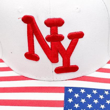 Casquette NY blanche et drapeau américain