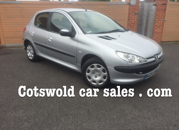 Pegeout 206 1.4 s td £30 years tax 5 door 15 services !!!
