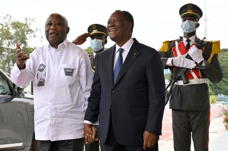 Ouattara meets Gbagbo, says crisis 'behind us'