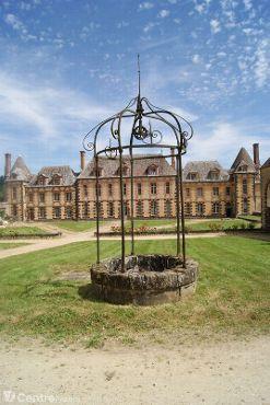 Photo du puit d'époque du Château de la Rivière à Pontgouin