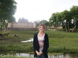 Elodie présente les visites du Château de la Rivière - Article de l'Echo Républicain
