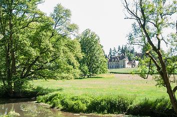 Vue du Château de la Rivière depuis le parcours de pêche à la mouche du Moulin de Boizard