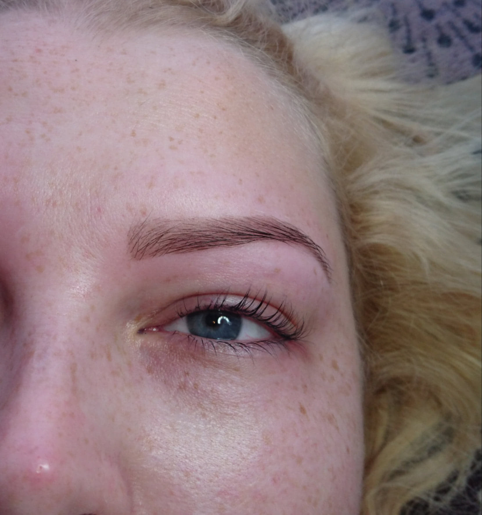 Brow shape with wax, tweeze and tint