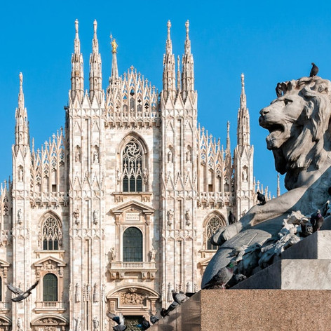 Milan-Cathedral-with-monument-of-lion-It
