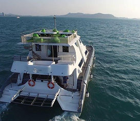 Cruising to the islands of Pattaya