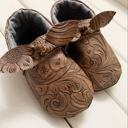 Chesnut brown embossed moccasins