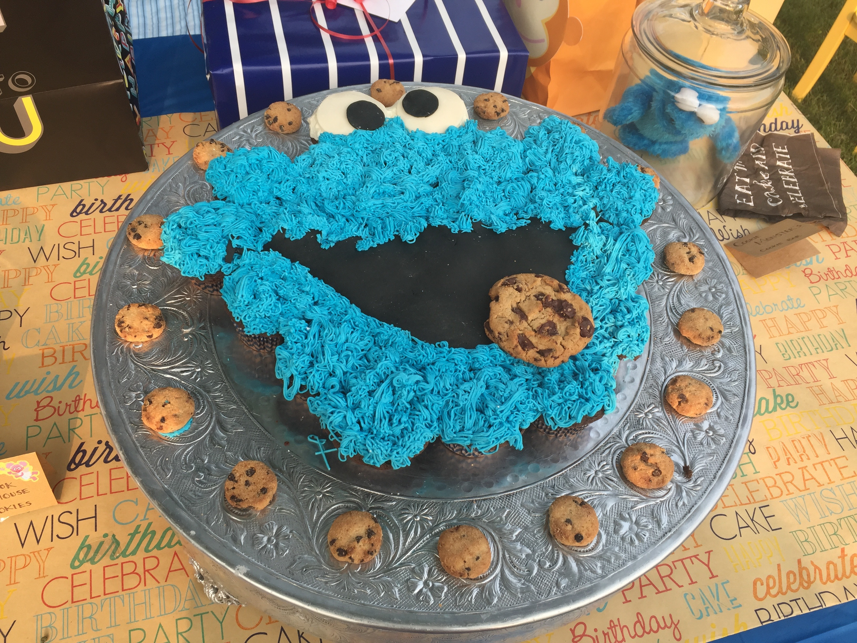 Cookie Monster Cupcake Cake