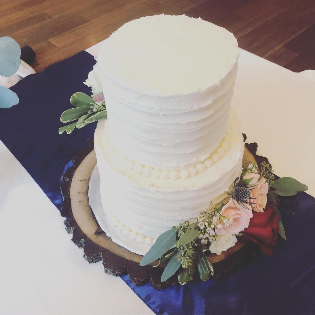 Small And Elegant Wedding Cake