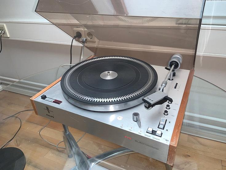 Endurnýtt/seldur- Philips 202 plötuspilari árg 1974