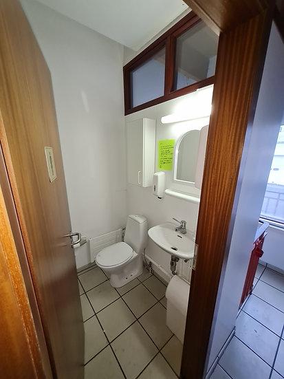 WC - klósett -vaskar - speglar