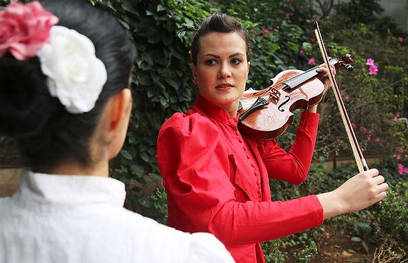 Tio Ivan / Núcleo Teatro de Imersão / atriz Adriana Câmara e atriz Ariana Slivah / Espetáculo de teatro imersivo