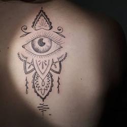 Shiny eye for shaking Pia! ;) #tattoo #d