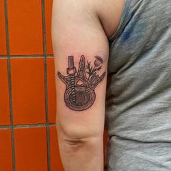 #kaattoo #tattoo #bandlogo #pediclescrew  #blackwork #dotwork