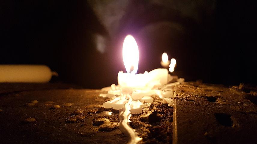 Kerze in Weinkeller_c_TTM.jpg